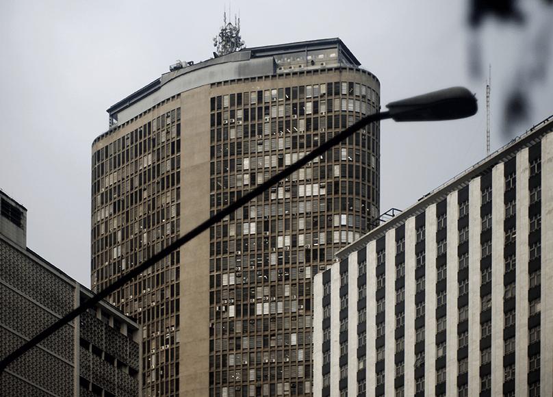 高樓頂部的一角